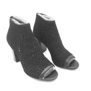 Jessica Simpson Crochet Bootie Black Size 8M.